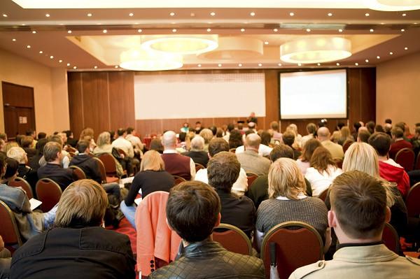 Cinco ações fundamentais para produzir um evento online