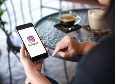 Quais são as plataformas preferidas de quem realiza compras em redes sociais?